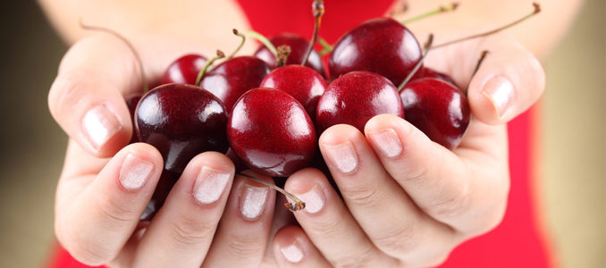 Черешня при панкреатите и холецистите: можно ли есть?